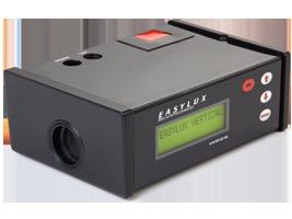 Retrorrefletômetro Clássico Vertical – Para sinalização vertical e outros materiais refletivos.